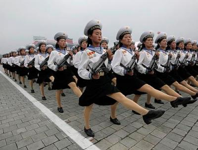FOTO UNIK CARA BARIS PRAJURIT DAN POLWAN KOREA UTARA